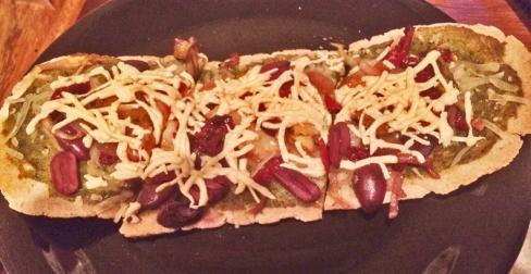 artichoke-olive-pizza